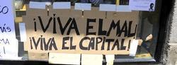Cartel de protesta, colgado en 2011 en la Puerta del Sol, por miembros del colectivo 15-M. | Cordon Press