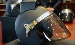 Nuevo casco con cámara integrada.   Policía