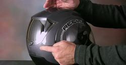 Uno de los cascos con retrovisor Rear View Mirror. | Reevu