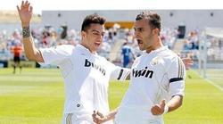 Joselu (i) y Jesé celebran un gol con el Castilla. | Archivo