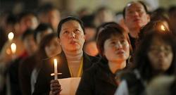 Católicos, durante una Vigilia Pascual | Archivo
