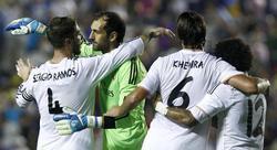 Sergio Ramos, Diego López, Khedira y Marcelo se abrazan tras el triunfo ante el Levante. | EFE