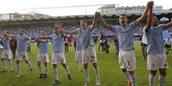 Los jugadores del Celta de Vigo celebran el ascenso a Primera. | EFE