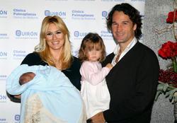 La feliz pareja y sus hijos, Carla y Carlos | EFE