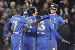 Los jugadores del Chelsea celebran el gol de Torres.   EFE
