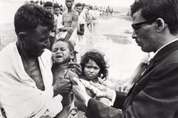 Vacunaciones en India durante una epidemia de cólera / Kalpish Ratna