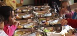 Niños en un comedor de un colegio público | EFE
