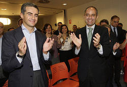 "Camps ratifica a Costa y despu�s anuncia a Rajoy que est� ""suspendido"""