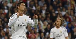 Cristiano Ronaldo se lamenta en el partido ante el Atlético, con Modric al fondo. | Cordon Press