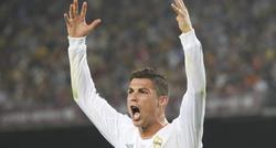 Cristiano Ronaldo reclama un penalti en el clásico. | Cordon Press