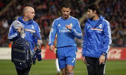 Cristiano se retira lesionado ante el Almería. | EFE