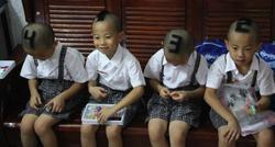 Los cuatrillizos de seis años numerados. | Corbis