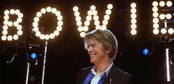 Bowie, en una actuación en 2002 |Adam Bielawski / Wikipedia