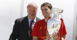 Del Bosque y Casillas, con la Eurocopa. | Archivo
