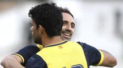 Diego Costa celebra con Juanfran uno de sus dos goles al Numancia. | EFE