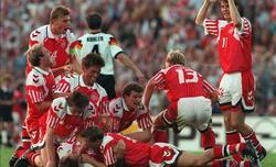 Los jugadores daneses celebran el campeonato de Europa conseguido.