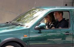 Los duques de Palma, en un modesto vehículo   EFE