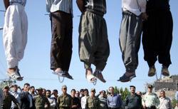 Cinco hombres on ahorcados públicamente en Mashhad, en 2007. | Amnistía internacional