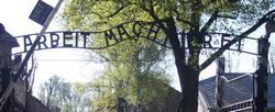 Entrada al campo de concentración de Auschwitz | Archivo