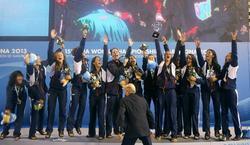 La Selección Española de waterpolo femenino celebra el triunfo. | EFE