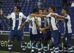 Los jugadores del Espanyol celebran uno de los goles. | EFE