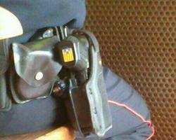 La estelada, en la culata del arma del Mosso | LD