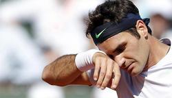 Federer se lamenta durante el encuentro ante Tsonga. | EFE