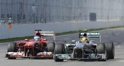 El Ferrari de Felipe Massa (i), junto al Mercedes de Lewis Hamilton. | Archivo