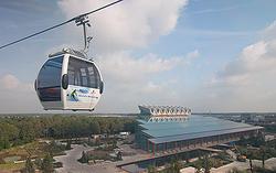 Una vista desde el teleférico que comunica las instalaciones de Floriade | C.Jordá