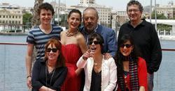 Gracia Querejeta, junto al resto del equipo | EFE