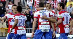 Los jugadores del Granada celebran uno de los goles ante el Sporting. | EFE