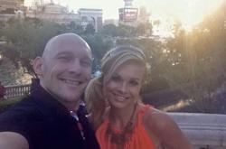 Thomas Gravesen, junto a su pareja Kamila Persse. | Facebook