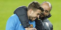 Guardiola bromea con Piqué. | Archivo
