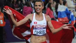 Habiba Ghribi, nada más conquistar la plata.   EFE