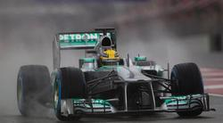 Lewis Hamilton pilota durante la última jornada de entrenamientos en Montmeló. | EFE
