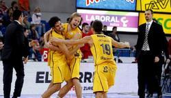 Los jugadores del Herbalife Gran Canaria celebran el pase a semifinales. | EFE