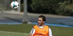 Higuaín, durante el entrenamiento del Real Madrid en Valdebebas.   EFE