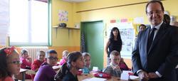 Hollande, en una visita a un colegio público francés. | Cordon Press