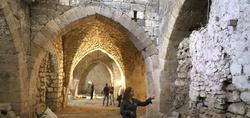 Una de las galerías del gran hospital de las cruzadas encontrado en Jerusalén. | EFE