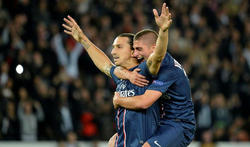 Ibrahimovic celebra con Marco Verratti su gol al Dinamo. | EFE