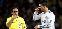 Iturralde, ante Cristiano Ronaldo. | Archivo