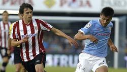 Ander Iturraspe (i) disputa un balón a Jonathan Vila. | EFE