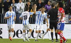 Joaquín celebra su gol al Granada. | EFE