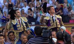 José Tomás y El Juli, a hombros en Badajoz | EFE