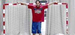 El hombre posiblemente más alto de España, Saad Kaiche, mide 2,30 metros. | EFE