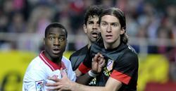 Kondogbia pelea por un balón con Filipe Luis y Diego Costa. | Cordon Press