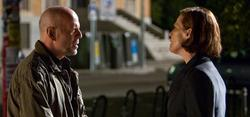 Bruce Willis y Sigourney Weaver en La fría luz del día, ya en cines.
