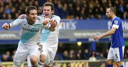 Lampard celebra junto a Mata su segundo gol al Everton.   Cordon Press