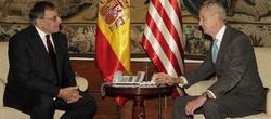 Leon Panetta y Pedro Morenés, en el ministerio de Defensa.   EFE