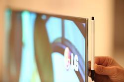 Así de fino es el nuevo televisor OLED. | LG
